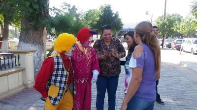 Los payasos laguneros piden que en las fiestas de Halloween no se disfracen de payasos a fin de que no alimenten dicho fenómeno.