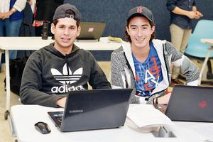 20102016 EN CLASES.  Rafael y Pablo.