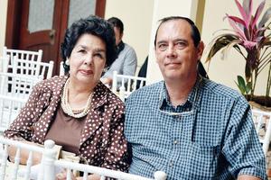 20102016 EN CASA AROCENA.  Consuelo y Francisco.