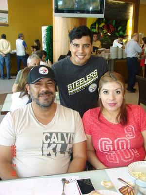 22102016 EN FAMILIA.  Jesús, Ángel y María.
