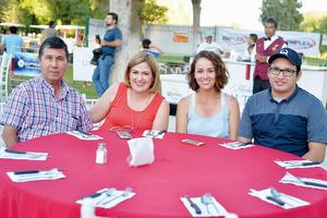 22102016 EN EL CLUB.  Manuel, Elba, Elba e Ismael.