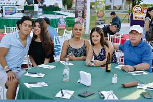 22102016 EN TORNEO DE GOLF.  Diego, Marcela, Olivia, Naomi y Benjamín.