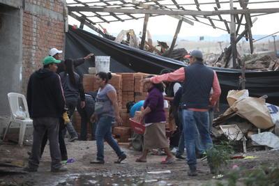 Aunque hubo resistencia de algunos habitantes, la mayoría optó por sacar como pudo las pertenencias de sus hogares.