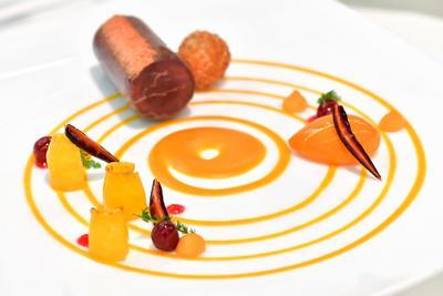 Erfurt (Alemania).- Un plato de carne adornado de manera artística se puede ver en la Olimpiada Internacional de culinaria en Erfurt, Alemania. De acuerdo con la Asociación de Cocineros, más de 2.000 cocineros y pasteleros de 59 países participan en los Juegos Olímpicos. El evento se lleva a cabo cada cuatro años. EFE