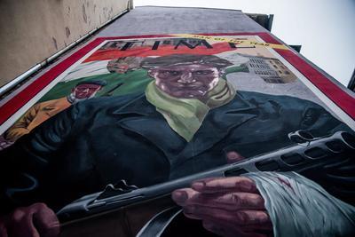 Budapest (Hungría).- Un mural duplica la portada de el 07 de enero de 1957 el número de la revista Time de Estados Unidos ha sido pintada en un edificio con motivo del 60 aniversario del estallido de la revolución húngara de 1956 y la lucha por la libertad en Budapest, Hungría. En la portada de la revista aparecen civiles húngaros que participaron en las luchas contra el comunismo y el régimen soviético. EFE