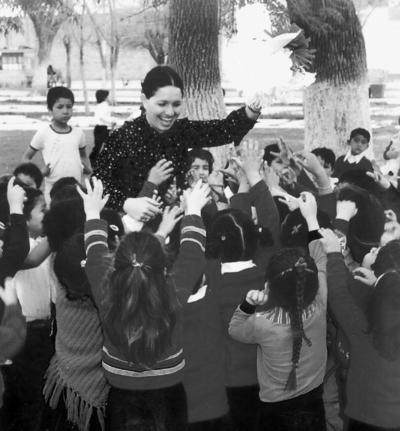23102016 Profesora Silvia Casas Enríquez en compañía del grupo del jardín de niños de la Escuela 18 de Marzo Turno Matutino.