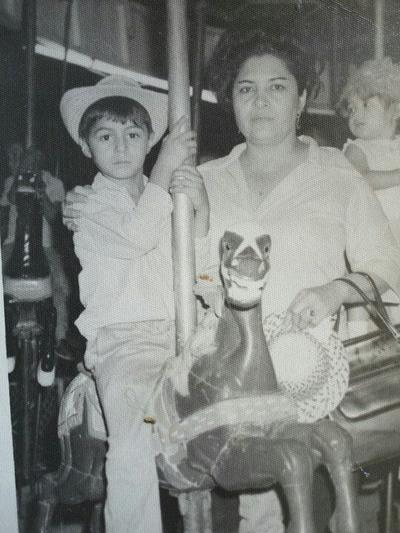 23102016 Hermelinda Arroyo Carrillo con su hijo, Lauro Rubén Herrera Arroyo, hoy Srio. del Exterior del SNTSS SEcción XII Coahuila.