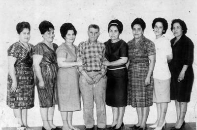 23102016 Don Manuel García con sus hijas: Alma (f), Tila (f), Juanita (f), Graciela, Nena y Mela.