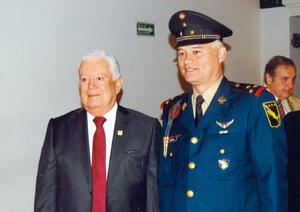 23102016 Jesús G. Sotomayor Garza y Coronel de Infantería DEM Francisco Javier Olivas García.