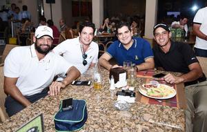 24102016 AMIGOS.  Eduardo, Rodrigo, Alejandro y Jez.