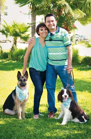 23102016 Nadia Heredia y Gustavo Torres celebran cinco años de casados en compañía de sus mascotas, Moka y Coffee. - Estudio MH