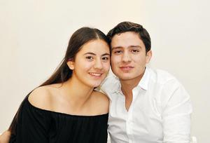 23102016 MUY CONTENTOS.  Paulina y Luis.