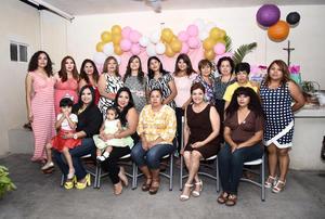 24102016 FIESTA DE CANASTILLA.  Ana Karime Zapata con las invitadas a su baby shower.