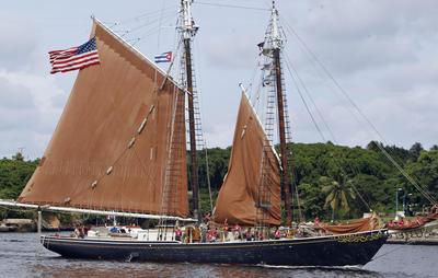 """LA HABANA (CUBA).- La embarcación estadounidense """"Roseway"""", construida en 1925, arriba, a La Habana (Cuba), con estudiantes del programa Ocean Classroom (Semestre en el mar), de la Academia Proctor, con sede en New Hampshire (EE.UU.). El objetivo de la visita es poner en marcha una relación continua de intercambio cultural y académico entre estudiantes cubanos y estadounidenses en la que """"Roseway"""" servirá como una nave embajadora entre los dos países. EFE"""