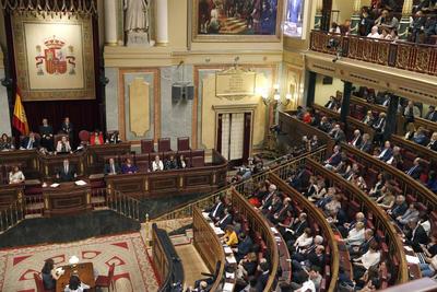MADRID, ESPAÑA.- El presidente del Gobierno en funciones y líder del PP, Mariano Rajoy (i), durante su discurso de investidura, esta tarde en el Congreso de los Diputados. EFE