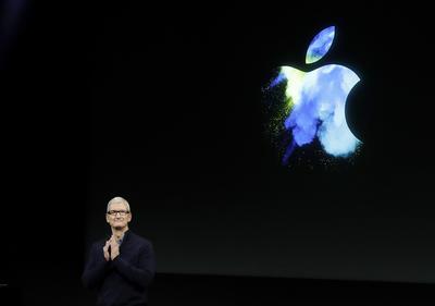 """""""La Mac es más que un producto para nosotros, es un testimonio de todo lo que hacemos y todo lo que creamos en Apple"""", dijo Tim Cook al aparecer en el escenario."""