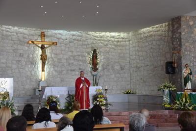 La misa se celebró en la parroquia de Cristo Rey a lo alto del cerro.