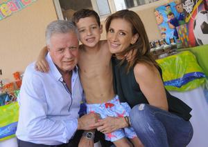 Jorge Zermeño y Astrid Casale con Rafael