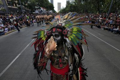 El desfile pasó por el Ángel de la Independencia.