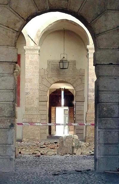 Diversas localidades registraron derrumbes.