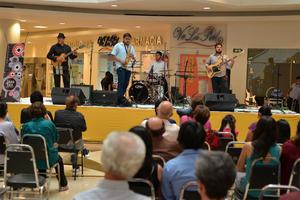 31102016 Los asistentes disfrutaron un gran espectáculo.