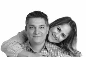 30102016 Lic. Javier Alejandro Flores González y su esposa, Lic. Hilda Nayeli Alvarado Luján, celebrando 5 años de matrimonio. - Caja Mágica