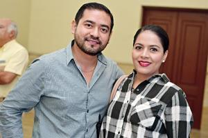 30102016 EN EL TEATRO.  Raymundo y Liliana.