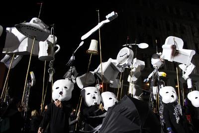 Considerado por sus organizadores como la mayor celebración pública de Halloween en el mundo, el desfile de Nueva York congregó a miles de participantes.