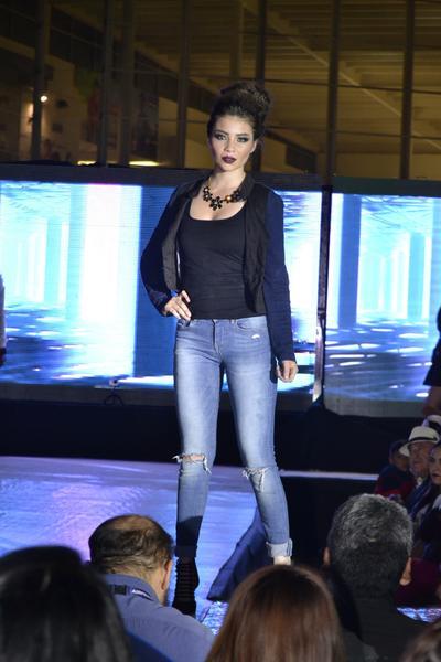 Los modelos lucieron prendas que ya están disponibles en Paseo Durango para todos los integrantes de la familia como son: zapatos, joyería, accesorios y por supuesto el más amplio surtido en ropa para lucir a la moda en esta temporada otoño-invierno.
