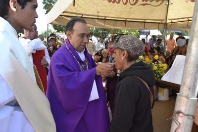 El arzobispo de Durango acudió al panteón para celebrar una misa.