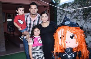 04112016 ¡FELIZ CUMPLEAñOS!  Ximena Sofía con su familia.