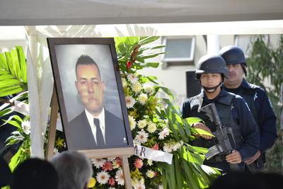 Superiores, compañeros y familiares rindieron esta tarde un homenaje de despedida al Agente del Ministerio Público abatido el pasado miércoles en cumplimiento de su deber.