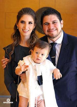 05112016 Óscar Valenciana Plascencia acompañado de sus papis.