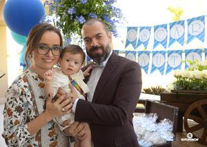 05112016 Óscar Valenciana Plascencia con sus padres, Ernesto Valenciana Martínez y Mayela Plascencia de Valenciana. - Erick Sotomayor Fotografía