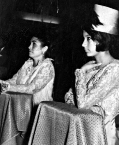 06112016 Nicolasa Martínez de García y Lety Rodríguez en 1970.