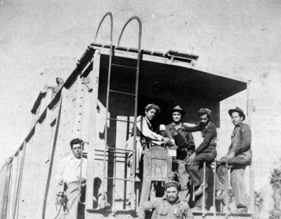06112016 Antonio Herrera, Manuel Saucedo, José Escárcega y Raúl Saucedo, garroteros en camino de Ferrocarriles Nacionales de México en 1952.