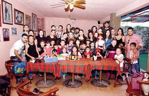 06112016 APAGA SEIS VELITAS.  Una divertida fiesta de disfraces fue organizada en honor de Ximena Sofía para festejar un año más de vida. La acompañaron todas sus amistades cercanas y familiares.