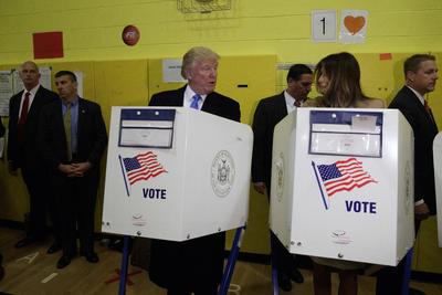 """""""Muy bien, todo va muy bien. Va muy bien, en general"""", respondió Trump en relación a las votaciones en los estados """"columpio"""", que van a ser las entidades que al final decidirán las elecciones en Estados Unidos."""