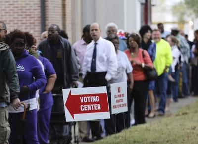 Los estadounidenses están conscientes de la importancia de su voto y pueden observarse grandes filas en los centros de votación.