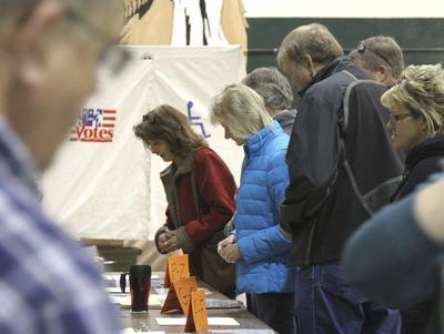 Al transcurrir la mañana, fueron abriendo otros centros de votación.