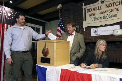 En la pequeña localidad de Dixville Notch, los residentes acudieron a votar.