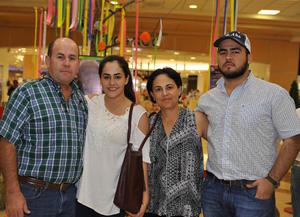 08112016 Margarita con sus hijos: Miguel, Magdalena, Jorge, Adriana y Jaime.
