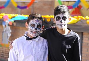 08112016 DíA DE MUERTOS.  Santiago y Max.