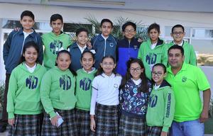 08112016 José Eduardo, Ángela, Horacio, Emilio, Diego, Adrián, Edgar, Francisco, Dariana y Carlos con el Profesor. Ubaldo.