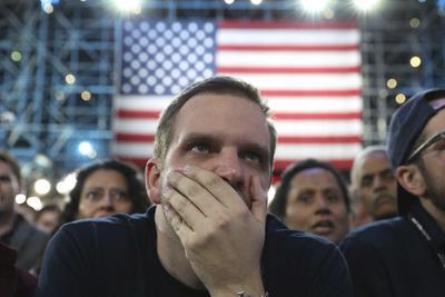 Con incertidumbre, los estadounidenses siguieron las elecciones.