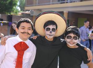 09112016 EVENTO ESCOLAR.  Alejandro, Maximiliano y Enrique.