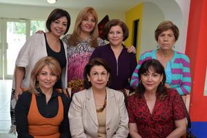 09112016 FELICIDADES.  Sandra Hernández el día de su cumpleaños compartiendo la alegría de un año más de vida con sus amigas.