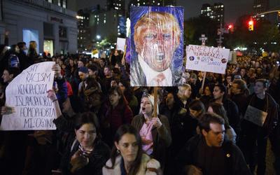 Los manifestantes se opusieron a las propuestas del republicano.