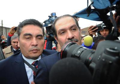 El exgobernador de Sonora era buscado en 190 países desde el pasado 3 de octubre, luego que la Policía Internacional Criminal (Interpol) publicó la ficha roja en su contra.