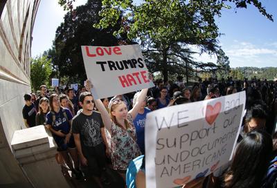 Estudiantes se sumaron al reclamo contra Trump.